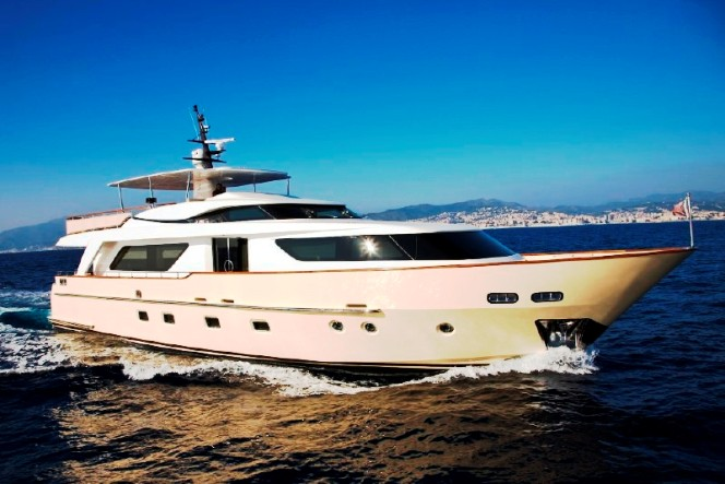 Luxury Motor Yacht LADY VICTORIA